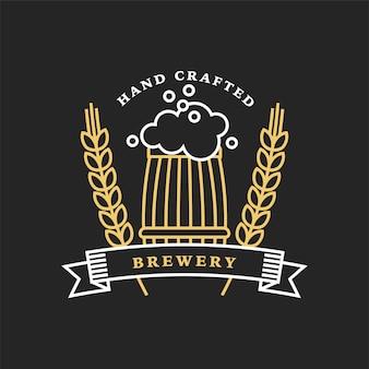 Logotipo linear dourado da cervejaria. barril e trigo