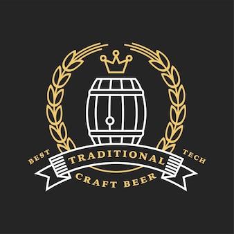 Logotipo linear dourado da cervejaria. etiqueta com barril e trigo