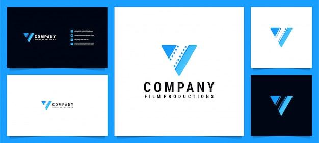 Logotipo moderno para produções de filmes e letra v com cartão de visita