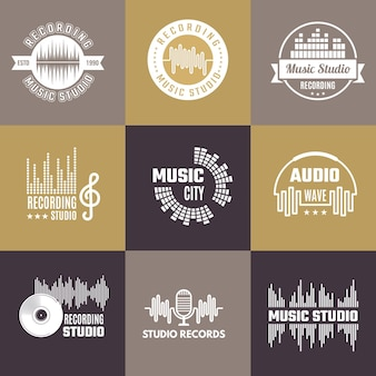 Logotipo musical. estúdio de áudio emblemas conjunto de modelos de formas de ondas sonoras.