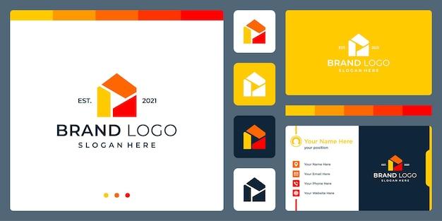 Logotipo que combina formas de casa e vídeo abstrato e botão de reprodução. cartões de negócios.