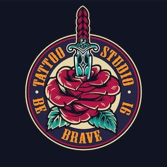Logotipo redondo colorido de estúdio de tatuagem