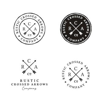 Logotipo rústico retrô hipster carimbo cruzado setas