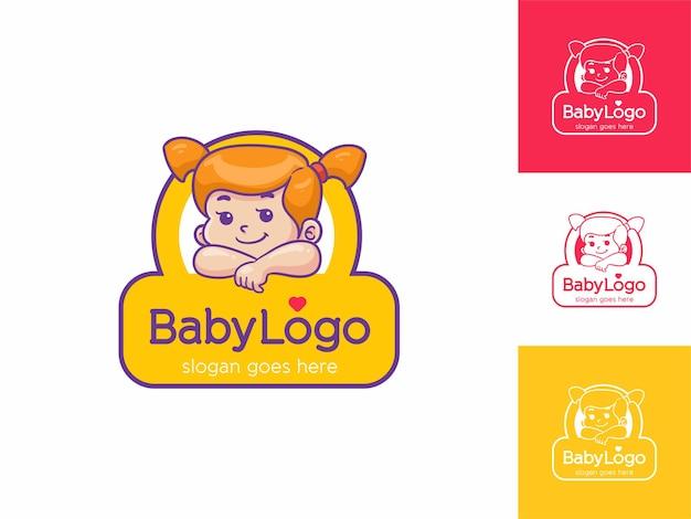 Logotipo sorridente de menina doce e feliz para cuidados infantis, brinquedos e loja de acessórios
