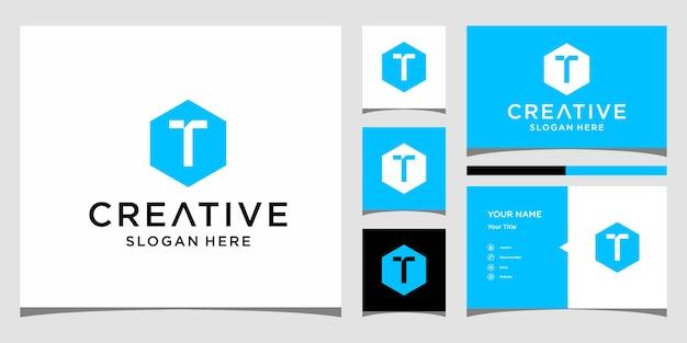 Logotipo t inicial com modelo de cartão de visita