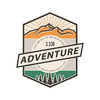 Logotipo vintage de distintivo de montanha