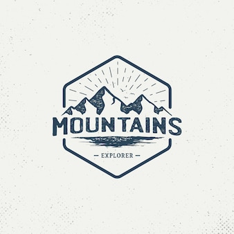 Logotipo vintage de distintivo montanha