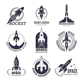 Logotipos de espaço. foguetes e ônibus espaciais lua descoberta negócios retrô distintivos vector imagens monocromáticas