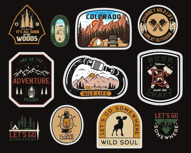 Logotipos de remendos de acampamento vintage, conjunto de emblemas de montanha. desenhos de adesivos de mão desenhada. expedição de viagens, etiquetas de mochila. emblemas de caminhadas ao ar livre. coleta de logotipos. vetor de estoque.