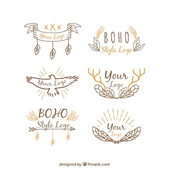 Logotipos desenhados à mão com detalhes laranja no estilo boho