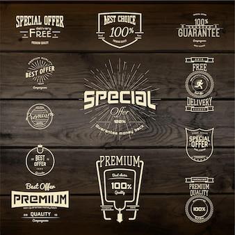 Logotipos e etiquetas de emblemas de alta qualidade. em textura de madeira