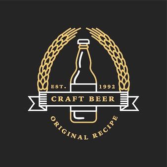 Logotipos lineares dourados da cervejaria. garrafas e lúpulos.