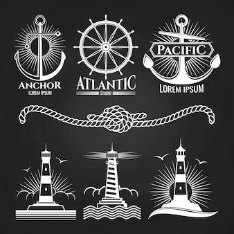 Logotipos náuticos marinhos vintage e emblemas com faróis âncoras de corda