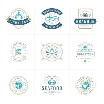 Logotipos ou placas de frutos do mar definem o mercado de peixes e o restaurante