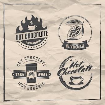 Logotipos vetoriais de chocolate quente emblemas de bebida de cacau conjunto de adesivos retrô em background de papel vintage