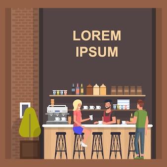 Loja de café com barista e visitantes
