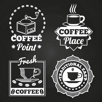 Loja de café mercado e café coleção de rótulo na lousa