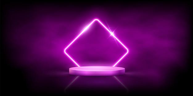 Losango rosa neon brilhante com brilhos na névoa no pódio redondo