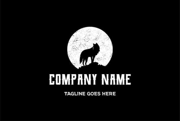 Lua com lobo chacal em vetor de design de logotipo de mountain rock