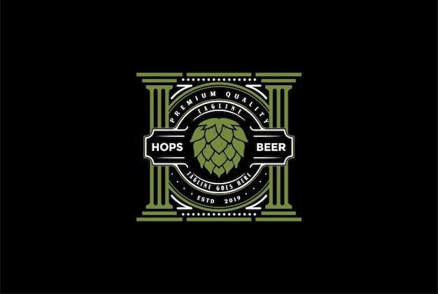 Lúpulo retro vintage com pilar para design de logotipo de rótulo de cervejaria de fabricação de cerveja em vetor