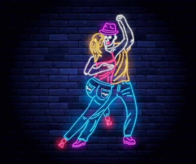 Luz de néon de festa de dança com casal dançando.