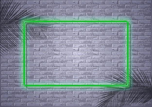 Luz de neon na parede de tijolos e sombras de folhas de palmeira