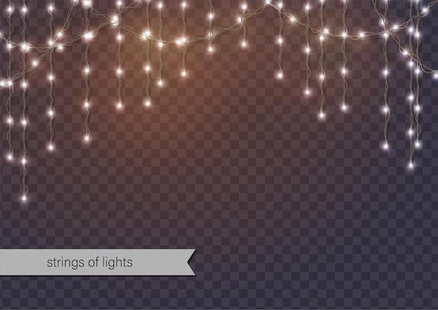 Luzes brilhantes. cordas de luzes penduradas