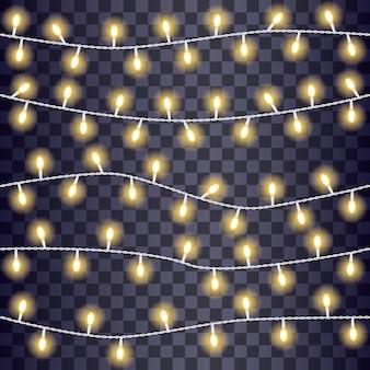 Luzes brilhantes da corda em um fundo transparente