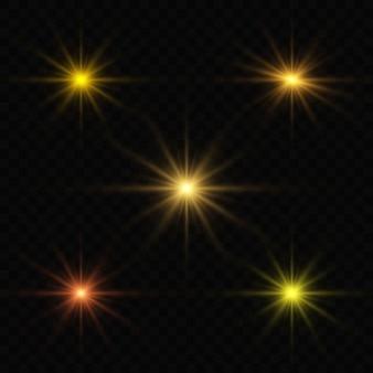 Luzes cintilantes isoladas, reflexo de lente, explosão, brilho, linha, raio de sol, faísca e estrelas.