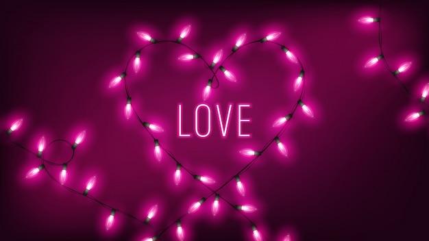 Luzes de fada rosa em forma de coração pendurar no fundo escuro com texto de néon