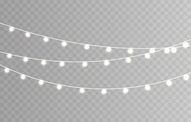 Luzes de natal. cordão com lâmpadas brilhantes.