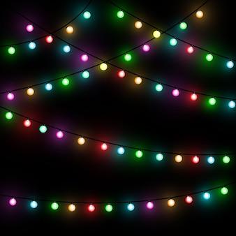 Luzes de natal. guirlanda de natal brilhante colorida. cores guirlandas, lâmpadas incandescentes vermelhas, amarelas, azuis e verdes. leds iluminados de néon em fundo transparente.