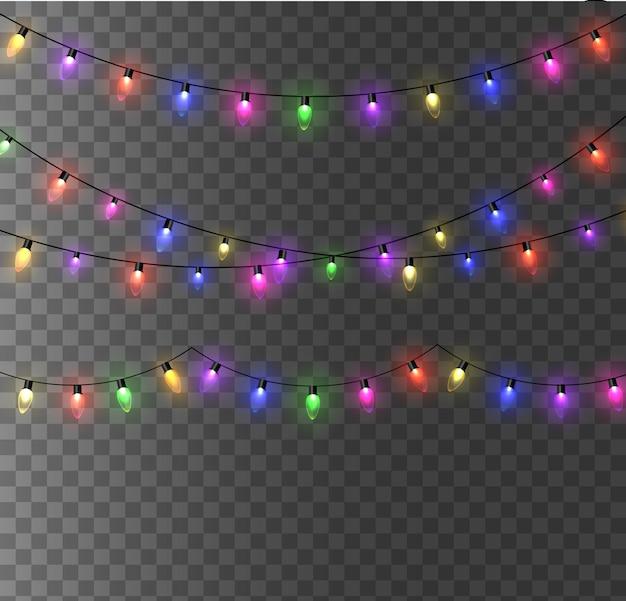 Luzes de natal. guirlanda de natal brilhante colorida. cores guirlandas, lâmpadas incandescentes vermelhas, amarelas, azuis e verdes.