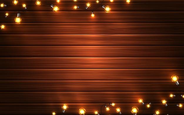 Luzes de natal. guirlandas em fundo de madeira