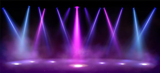 Luzes do palco holofotes vigas com fumaça em fundo preto.