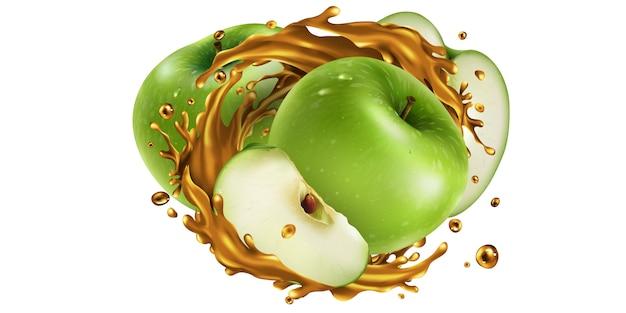 Maçãs verdes inteiras e fatiadas em um respingo de suco.