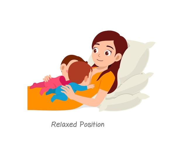 Mãe amamentando bebê gêmeo com pose chamada posição relaxada