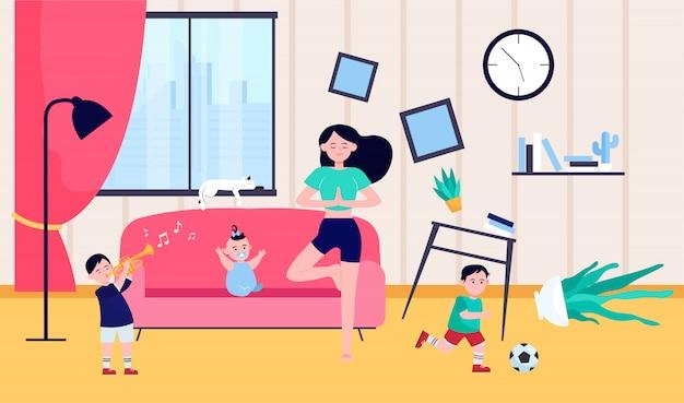 Mãe calma fazendo yoga entre crianças impertinentes