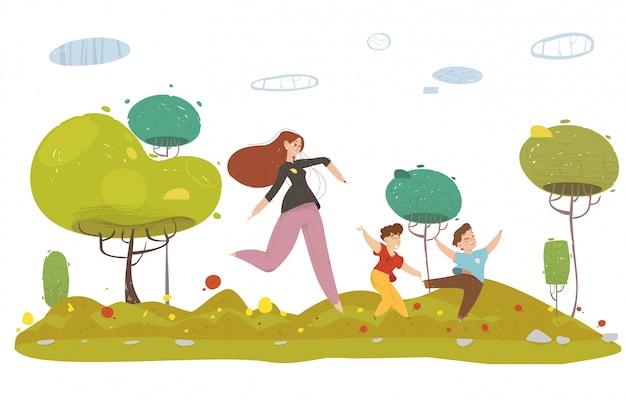 Mãe com dois filhos correndo na floresta ou jardim