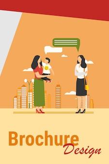 Mãe com filho, encontrando-se com uma amiga ao ar livre. falando, balão, andar na ilustração vetorial plana de cidade. maternidade, conceito de comunicação para banner, design do site ou página inicial da web