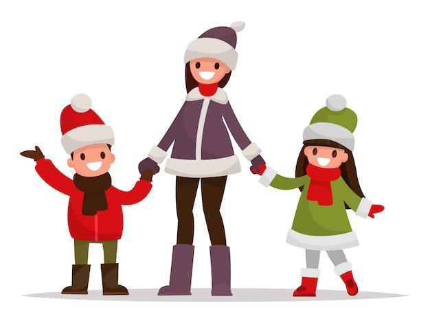 Mãe com filhos vestidos com roupas de inverno ao ar livre.