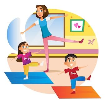 Mãe dos desenhos animados com crianças fazendo exercício no tapete