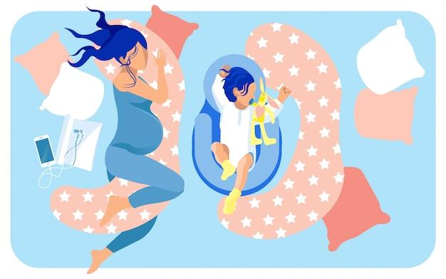 Mãe e bebê em potencial dormindo na cama grande