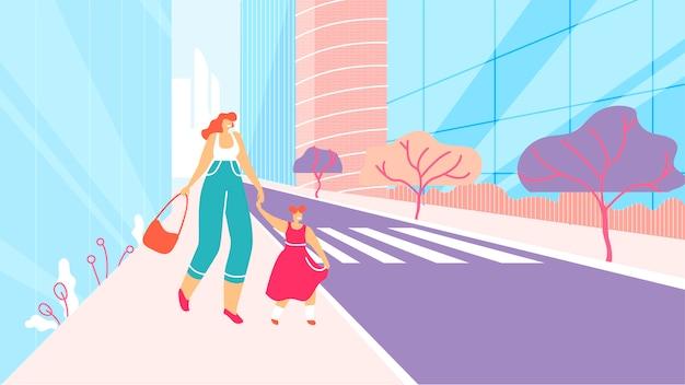Mãe e filha caminhando pela rua da cidade