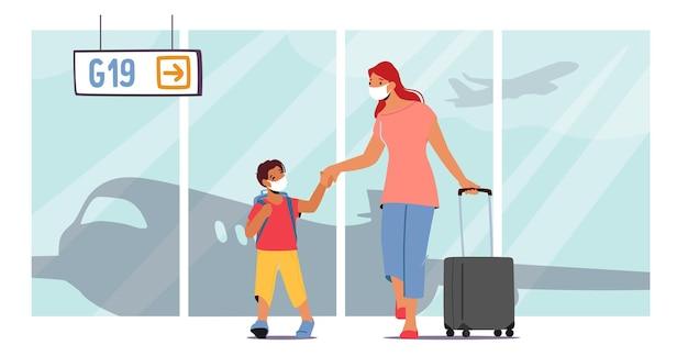 Mãe e filho pequeno com bagagem no aeroporto