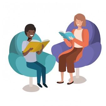 Mãe e filho sentado no sofá com o personagem de avatar de livro