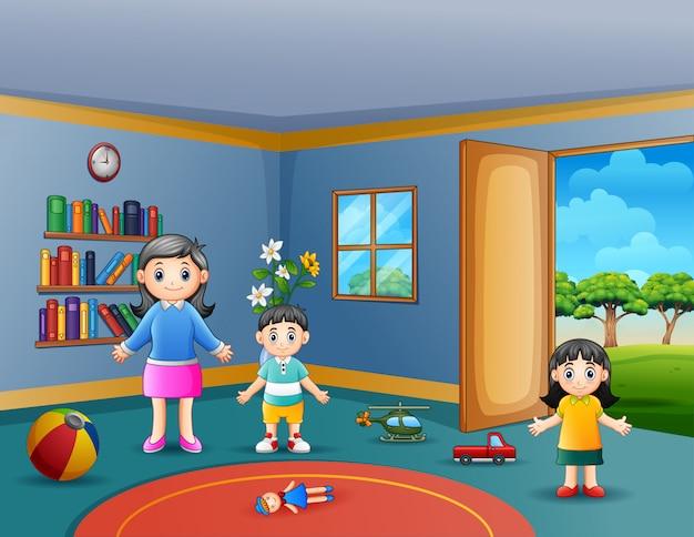 Mãe feliz com seus filhos brincando na sala de estar