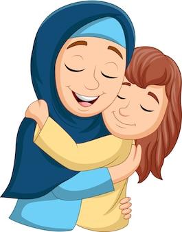 Mãe muçulmana abraçando sua filha