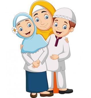 Mãe muçulmana com filho e filha
