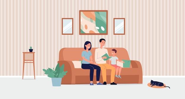 Mãe, pai e filho sentados no sofá da sala lendo um livro juntos
